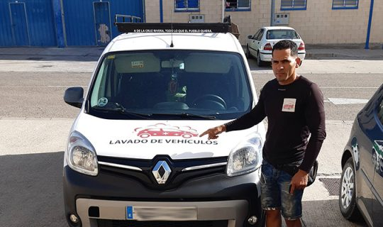 Amisael ha abierto una empresa de limpieza de interior de vehículos y tapicerías en Corella
