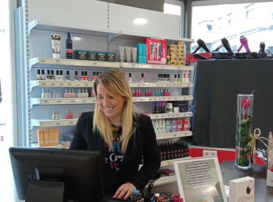 Estíbaliz ha abierto una tienda de productos de peluquería y estética