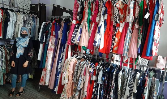 Kaoutar ha abierto una tienda de ropa de hombre y mujer en Tudela