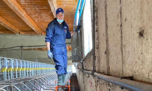 Hicham ha abierto una empresa de mantenimiento e instalación térmica y climatización